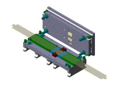 Dimensioni: 1270 x 530 H=410<br /> Tipo stampo: a passo tranciatura testacoda versionabile (n° passi: 1)<br /> Tipo lamiera: DC04 ZN – Spessore 20/10<br />